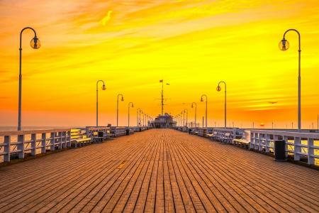 ポーランドのソポト桟橋での日の出