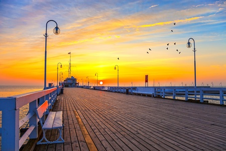 Sonnenaufgang an der Seebrücke in Sopot, Polen