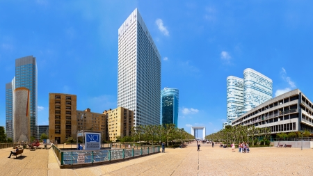 la defense: Skyscrapers in famous financial and business district of Paris - La Defense