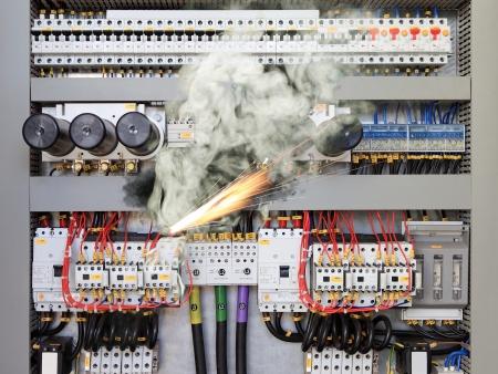 Overbelaste elektrisch circuit waardoor kortsluiting en brand