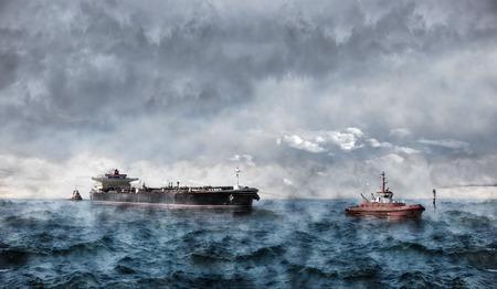 mare agitato: Nave cisterna in mare durante una tempesta. Archivio Fotografico