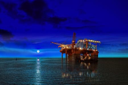 plataforma petrolera: Plataforma petrolera en la noche y la luna. Foto de archivo