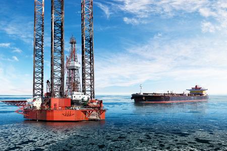 camión cisterna: Torre de perforación petrolera y petrolero en zona de alta mar en el invierno. Foto de archivo