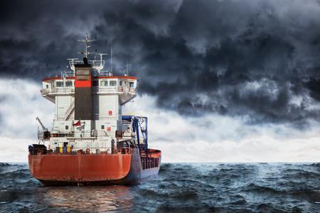 嵐の中の海で貨物船。 写真素材