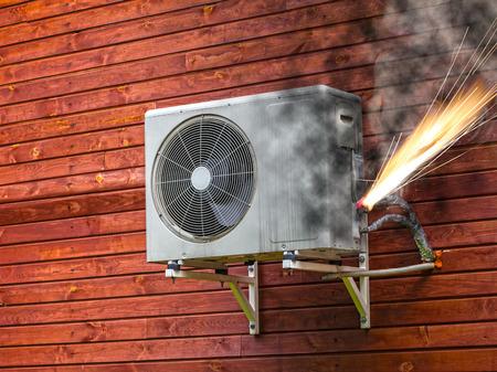 energia electrica: Circuito eléctrico sobrecargado causar corto circuito e incendio.
