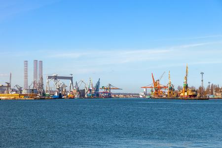 Uitzicht op de werf en de haven van Gdynia, Polen. Stockfoto