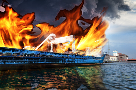 quemadura: Burning cargo ship in the port - Image is an artistic digital rendering.