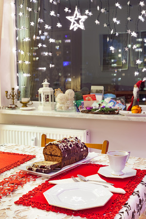 gingerbread cake: Christmas gingerbread cake with chocolate and hazelnuts.