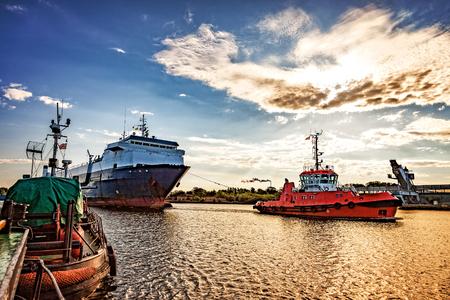Ro-ro statek zawinie do portu w Gdańsku. Zdjęcie Seryjne