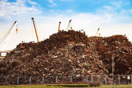 basura: La chatarra listo para el reciclaje - área de la industria. Foto de archivo