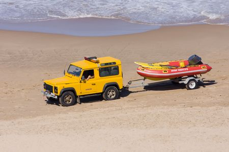 Rescue vehicle towing a rescue rubber dinghy on the beach Zdjęcie Seryjne