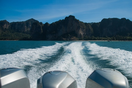 wave from speed boat