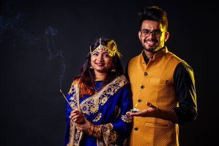 indian female and hindu man celebration divali studio background Stockfoto