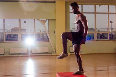 afro man doing exercise with a fit box in a gym