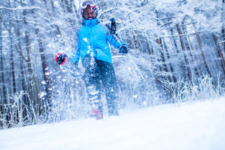 latin american young skier man forest winter day in New Year holidays Christmas 免版税图像