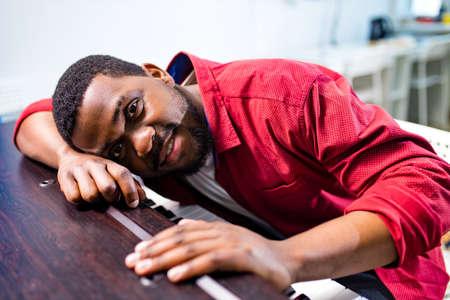 african american handsome man Pianist plays the piano 版權商用圖片