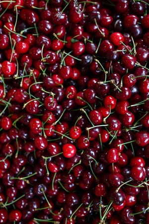 Cherry Background. Sweet organic cherries on market counter Banque d'images