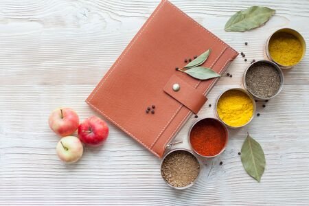 spice and notepad on a white wooden background Stockfoto