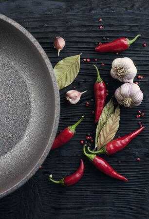 Pan garlic red chili pepper on black wooden background Banco de Imagens