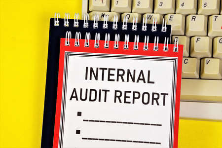 Internal audit report - a text label in the planning notebook. Conducting financial control that expresses a reliable opinion on the correctness of the company's activities and its assessment. 写真素材