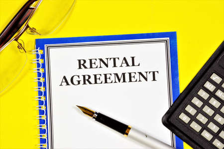Lease agreement - text inscription on the planning form. Form of property agreement. The property is transferred to the temporary possession of the tenant for rent to another owner. Standard-Bild