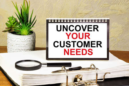 Uncover your customer needs. The inscription in the plate. Banque d'images
