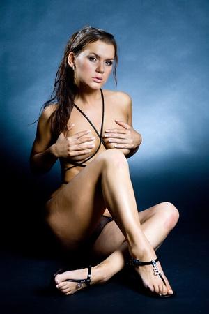 girls naked: Портрет молодой красивой брюнетки