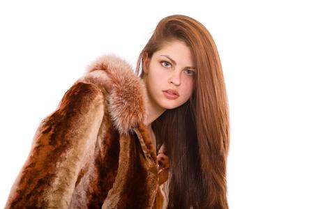 aantrekkelijke vrouw in een bontjas Geïsoleerd op wit Stockfoto