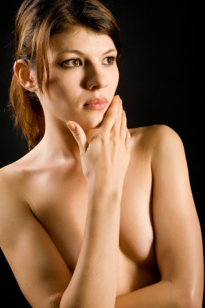 beaux seins: belle fille nue avec de beaux seins