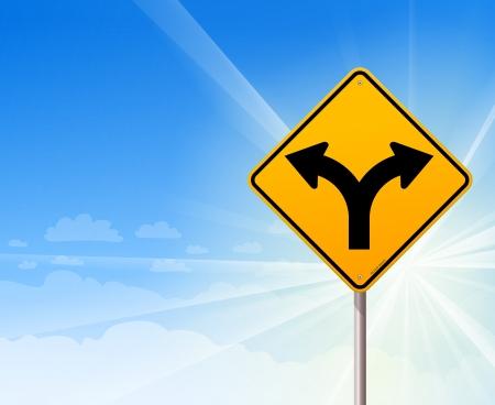 fourchette  route: Bifurcation de la route sur le ciel bleu