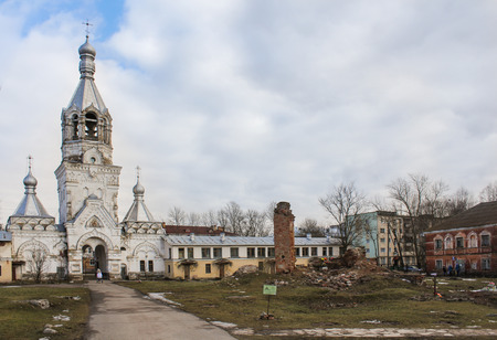 monasteri: Old burial in the monastery. Ancient monasteries and churches of Novgorod the Great.