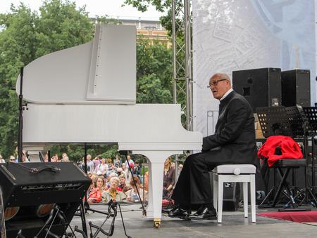 maestro: Maestro at the piano. Speech by David Goloschekin with his jazz group on the Arts Square in St. Petersburg.