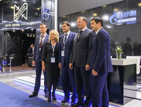 Ceremonial photographing after signing the contract. Participants and visitors of the annual Petersburg Gas Forum.
