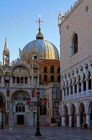central square: piazza centrale di Venezia all'alba