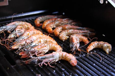 king prawns on the grill
