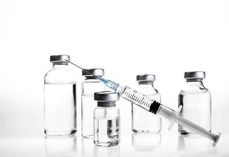 Glass Medicine Vials and hualuronic collagen or flu syringe. Banque d'images