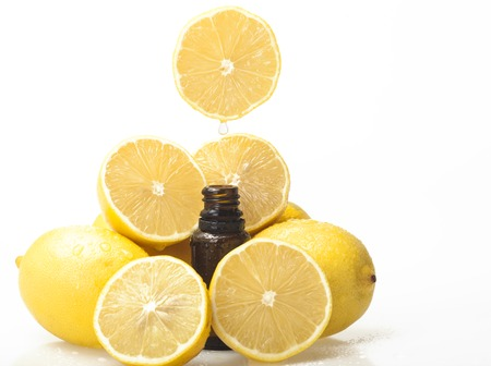 Lemon essential oil and lemon fruits on white background Banque d'images