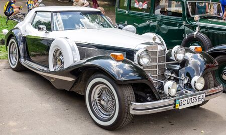 lemberg: Lviv Ukraine June 2015: Auto festival Leopolis grand prix 2015. Old vintage retro car