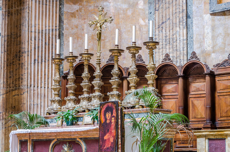 purgatory: The altar with candles and a cross with the crucifixion of Jesus Christ and the icon of the Pantheon in the church in the capital of Italy, Rome Stock Photo