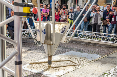 automatically: ROMA, ITALY - OCTOBER 2015: Huge industrial 3D printer builds a building made of cement automatically without the help of people guided by computer programs Editorial