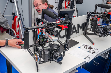 programmable: ROMA, ITALY - OCTOBER, 2015: Engineers developers demonstrate his invention controlled remotely programmable automatic tripod for photo cameras Canon for image stabilization