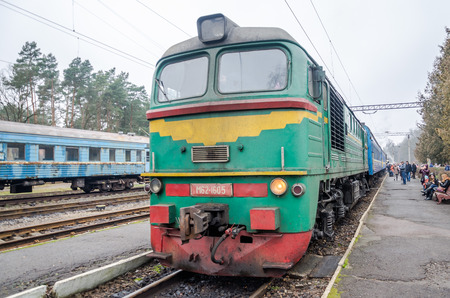 peron: LVIV, UKRAINE - DECEMBER, 2015: Steam locomotive standing at a station with passengers before departure