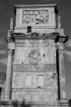 constantin: Triumphal Arch of Constantine in Rome, Italy