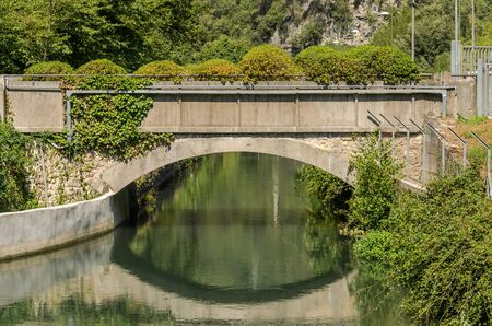 Arched bridge over the river Imagens