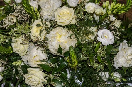 Beautiful wedding bouquet with white flowers Imagens