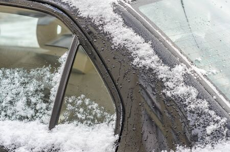 Black car covered with snow in winter Imagens