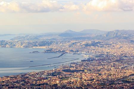 ナポリ湾。イタリア