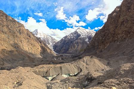 茜の下の氷河。天山キルギス