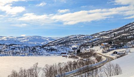 ノルウェーの雪に覆われた山々