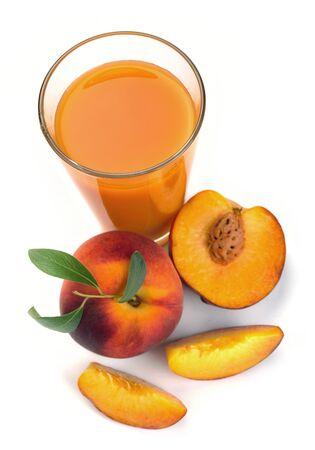 jugo de durazno en una jarra y un vaso de fruta Foto de archivo - 13636183
